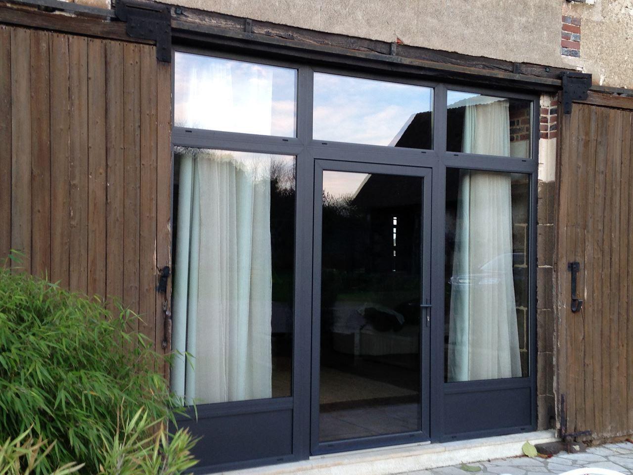 baie vitre grise fentre en aluminium couleur gris. Black Bedroom Furniture Sets. Home Design Ideas